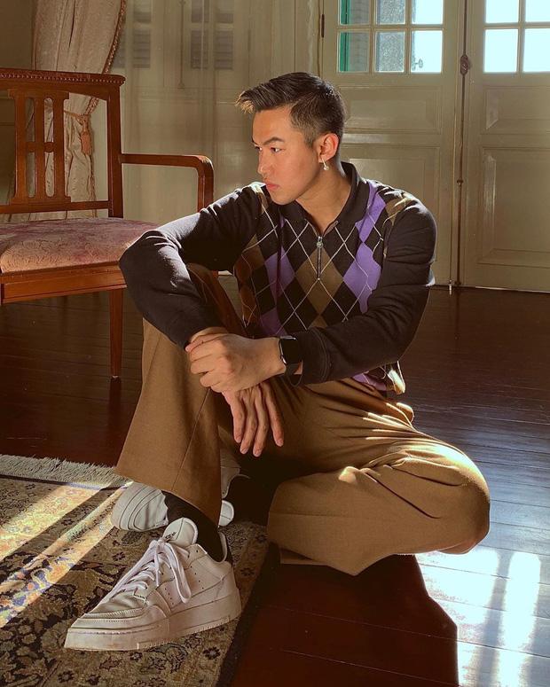 Không chỉ điển trai, stylist của Chi Pu, Bích Phương hóa ra còn là một travel-boy chính hiệu: Nhìn loạt hình check-in mà choáng vì... quá nhiều! - Ảnh 1.