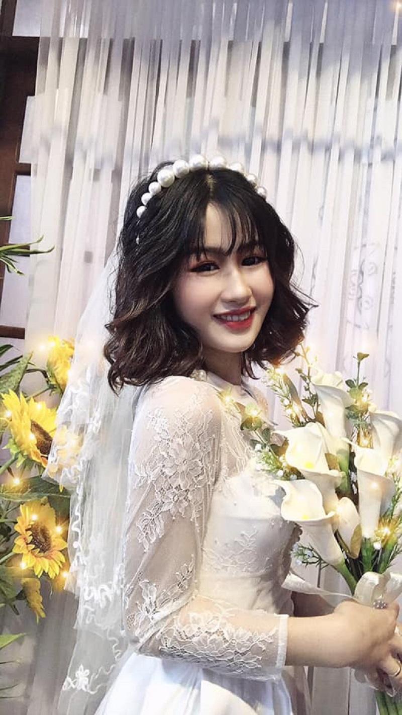 Cô nàng 2k2 lộng lẫy trong bộ váy cưới