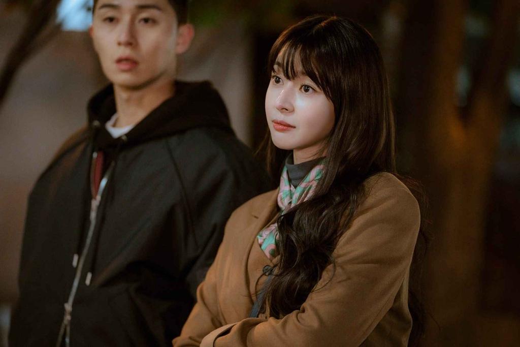 Thân thế khó ngờ của cô mỹ nữ tình đầu ăn cháo đá bát trong Tầng lớp Itaewon