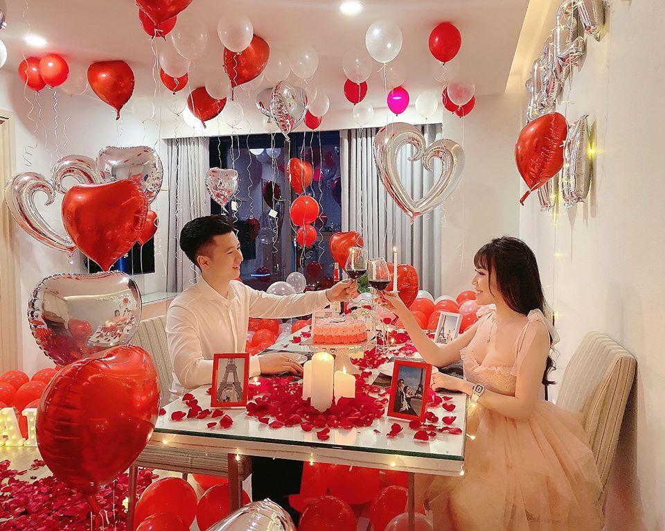 Nữ giảng viên xinh đẹp khoe ông xã hotboy biến phòng ngủ thành thiên đường tình yêu dịp Valentine-1