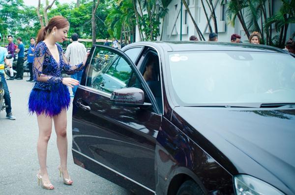 Hoàng Thùy Linh, Gil Lê sở hữu xe sang, đồ hiệu - Hình 3
