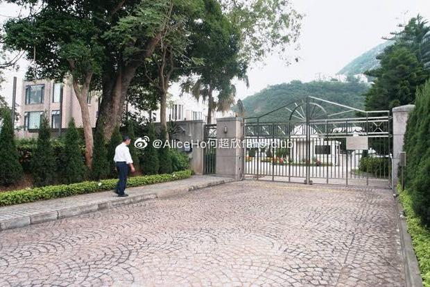 Chuyện nhà đại gia: Mẹ chồng xuống tay 1600 tỷ mua siêu biệt thự tặng 2 vợ chồng Ming Xi, giá mỗi mét vuông gây choáng - Ảnh 2.