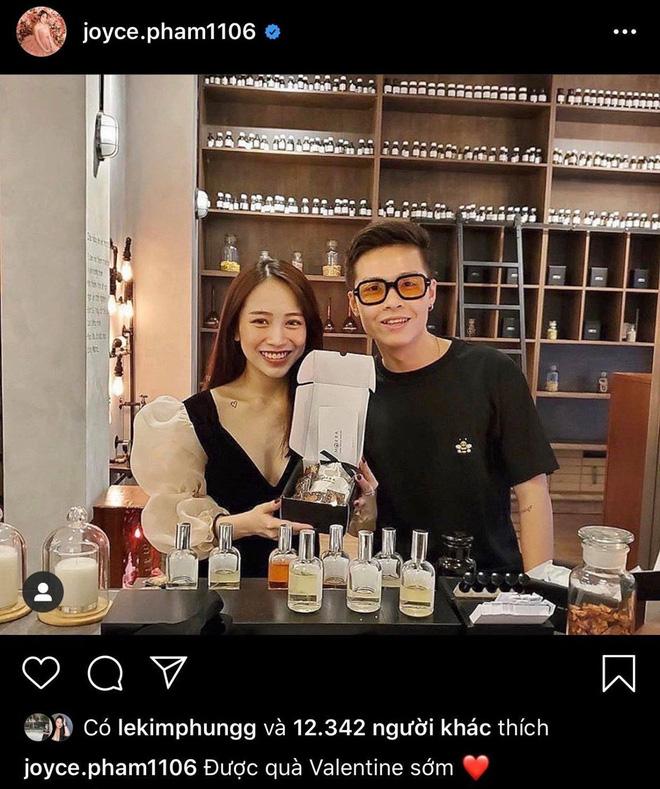 Được biết, Tâm Nguyễn cũng tặng vợ một chai nước hoa hàng hiệu đắt tiền.