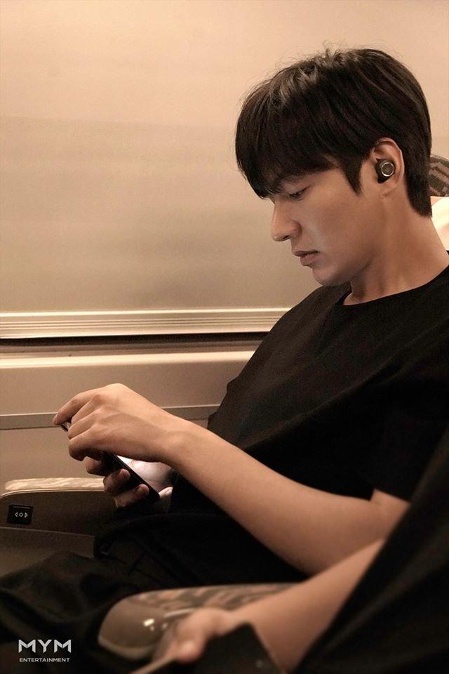 Ảnh Valentine chuẩn mỹ nam, Lee Min Ho khiến dân tình mất máu: 'Sống mũi thẳng hơn giới tính của tôi!' 1