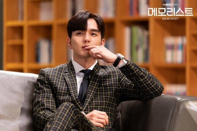 50 sắc thái của Em trai Quốc Dân Yoo Seung Ho trong Memorist: Điển trai và cool ngầu ảnh 3