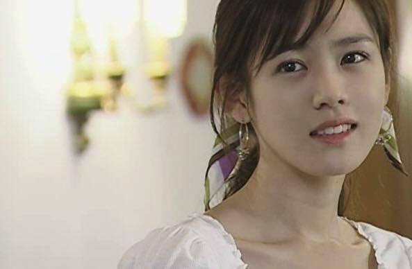 'Vượt mặt' Song Hye Kyo, Son Ye Jin được Knet bình chọn là 'Ngôi sao luôn xinh đẹp từ khi còn trẻ' 0