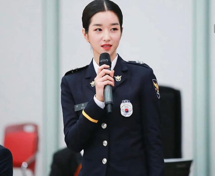 Có thể bạn chưa biết: Seo Ye Ji (Điên thì có sao) là một sĩ quan ...