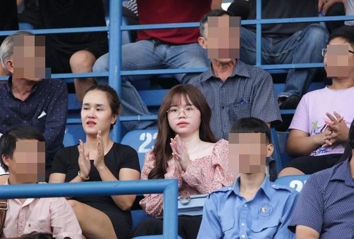Huỳnh Anh bảo vệ Quang Hải - SaoStar