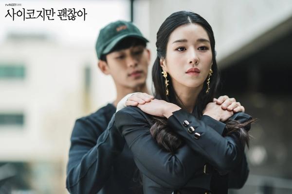 Phát hiện thú vị về nữ chính 'Điên thì có sao?': Tình bể bình bên GDragon  thế này thì Kim Soo Hyun biết làm sao? - Pose