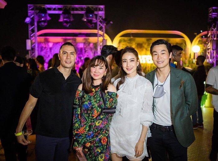 'Nữ thần rắn' Taew Natapohn lần đầu tiên khoe hình quyến rũ bên bạn trai đại gia mới trên mạng xã hội 2