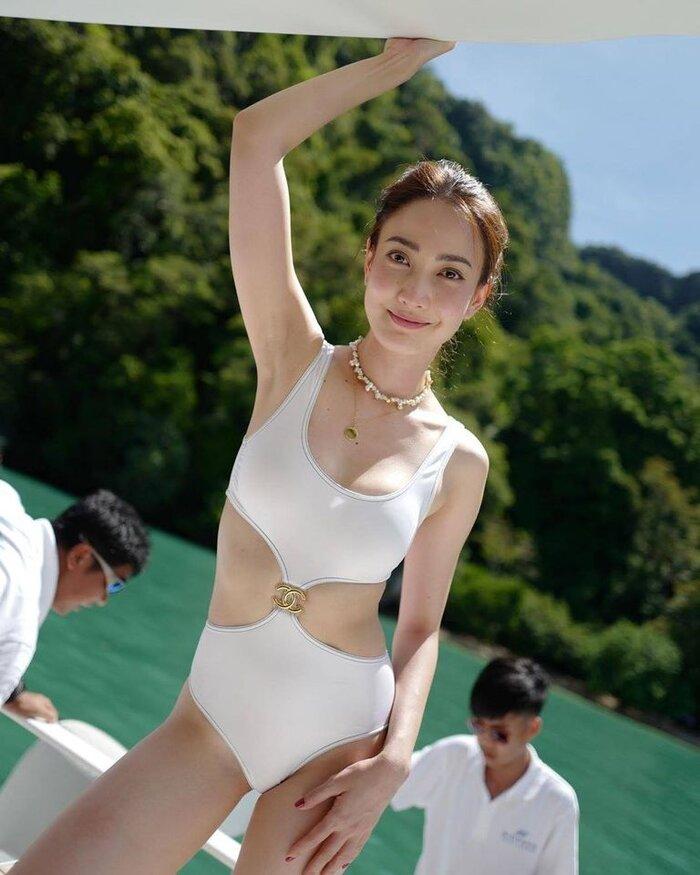 'Nữ thần rắn' Taew Natapohn lần đầu tiên khoe hình quyến rũ bên bạn trai đại gia mới trên mạng xã hội 7