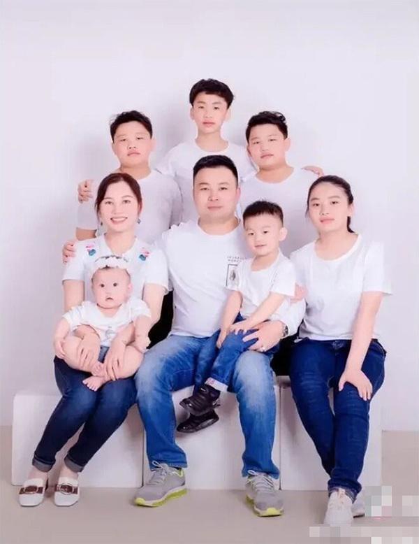 Lấy chồng IQ 140, mẹ bỉm sữa 8x tiết lộ lý do sinh 7 đứa con trong 13 năm: 'Chỉ vì không muốn lãng phí gen tốt của chồng' 0