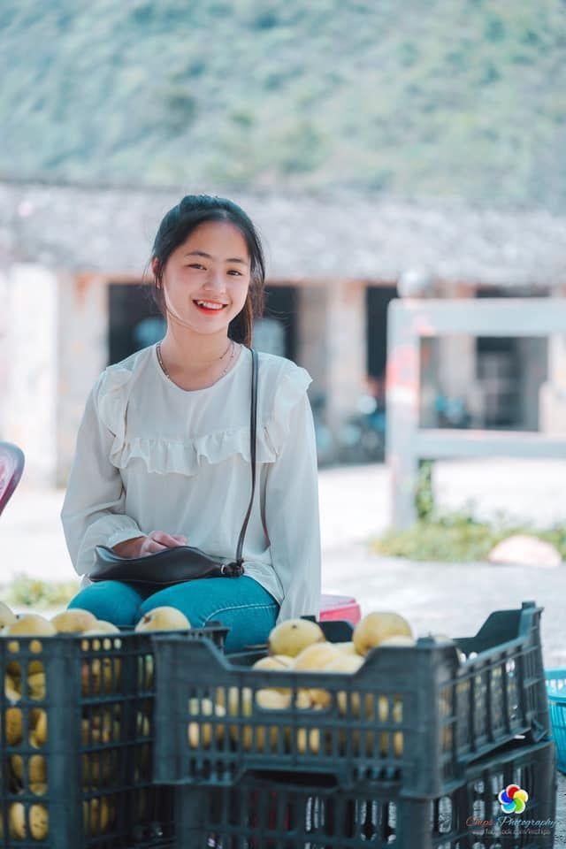 Loạt ảnh chụp Vàng Thị Sinh bán lê bất ngờ khiến dân tình 'dậy sóng' năm 2018.