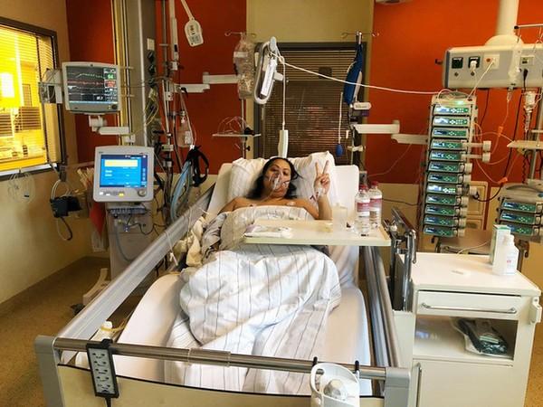 Brittanya Karma phải dùng máy thở sau khi mắc Covid-19.
