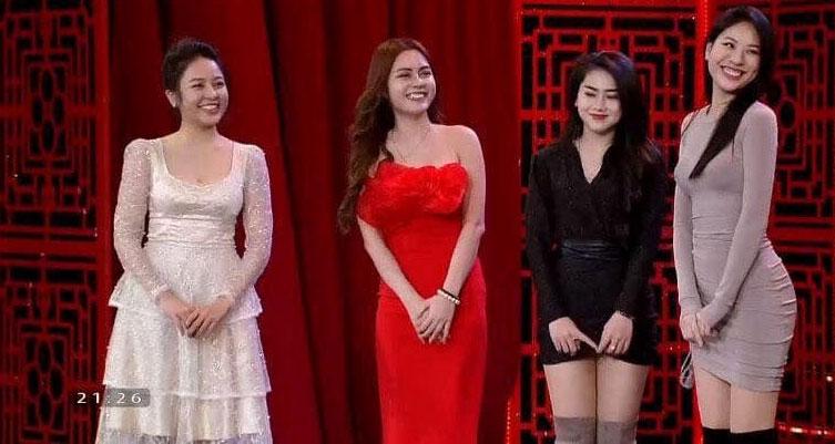 Trâm Anh (bìa trái) xuất hiện trong chương trình 'Táo quân 2019'