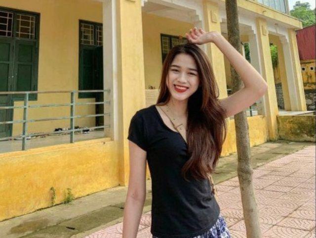 Cô cao 1,75m, số đo ba vòng 80-60-90. Đặc biệt, Hoa hậu Việt Nam 2020 còn sở hữu đôi chân dài 1,1m