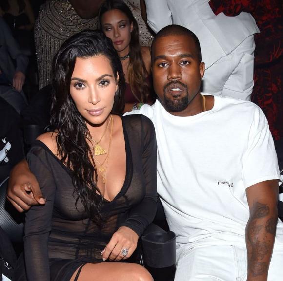 Kim Kardashian và Kanye West ly hôn, Kim Kardashian khoe vòng ba, Kim Kardashian