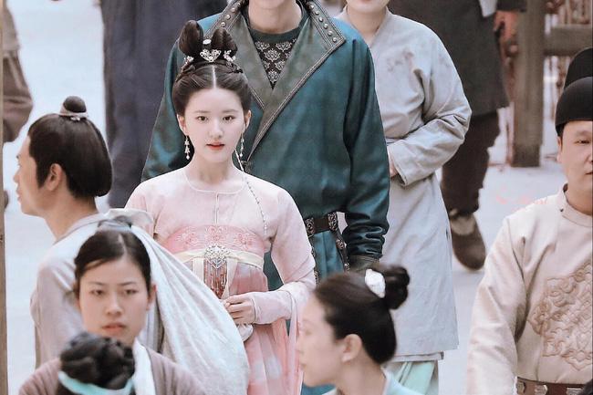 Trường Ca Hành: Trọn bộ cảnh yêu ngọt lịm của Triệu Lộ Tư - Lưu Vũ Ninh, đáng nói là nhà gái xóa dớp mập lùn, mặt nọng - Ảnh 2.